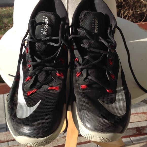 Mens Nike air max audacity basketball sneakers.